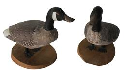 Eastern Shore Maryland Pair of standing Goose decoys unknown maker, original paint. 5 1/2� tall 8� long
